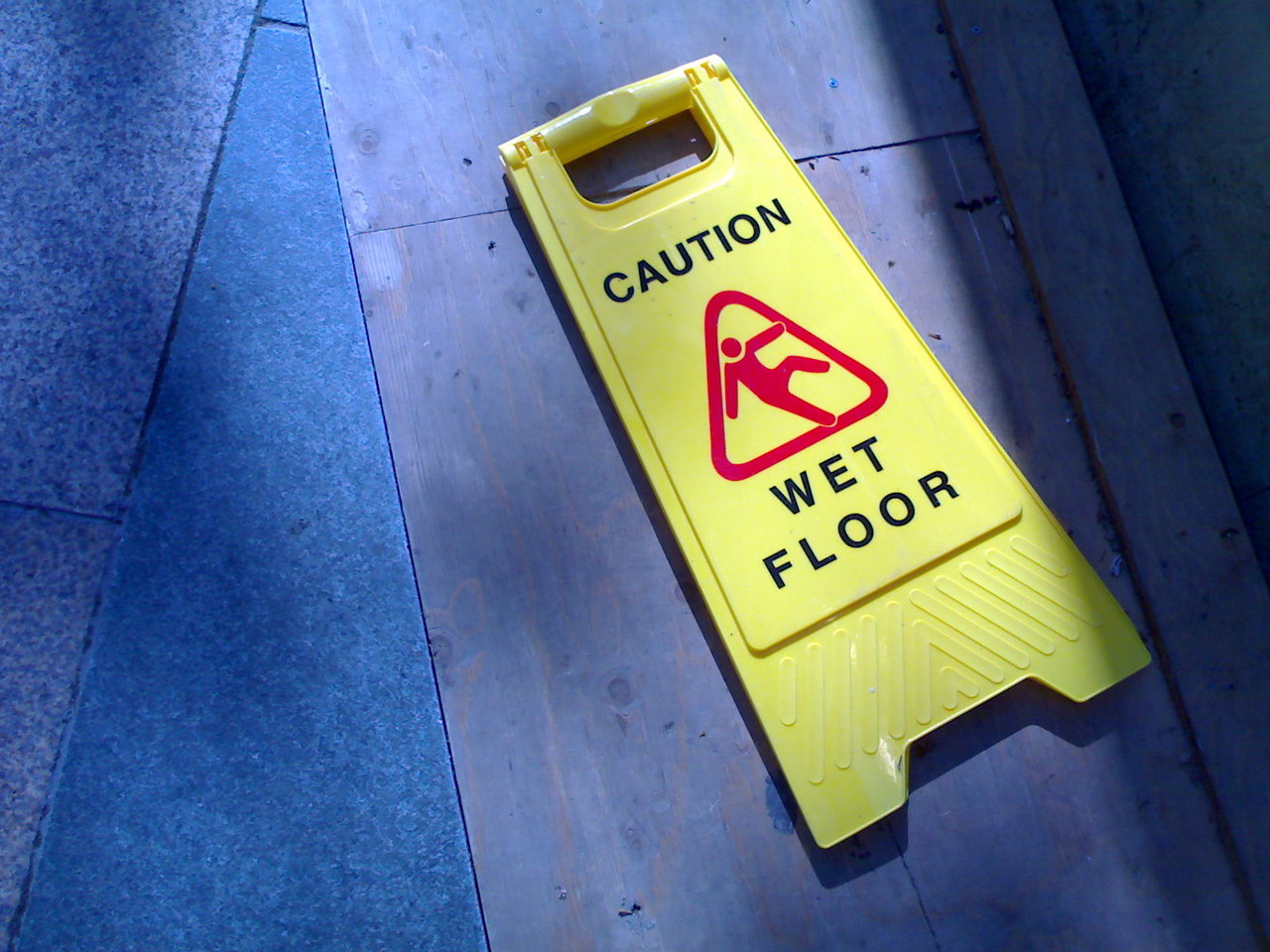 caution-wet-floor-sign-1-1444538-1280x960