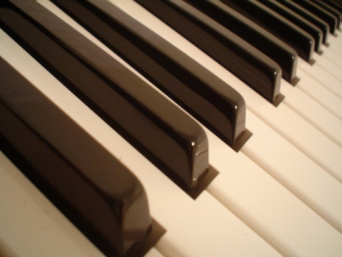 piano-keys-1514137-640x480