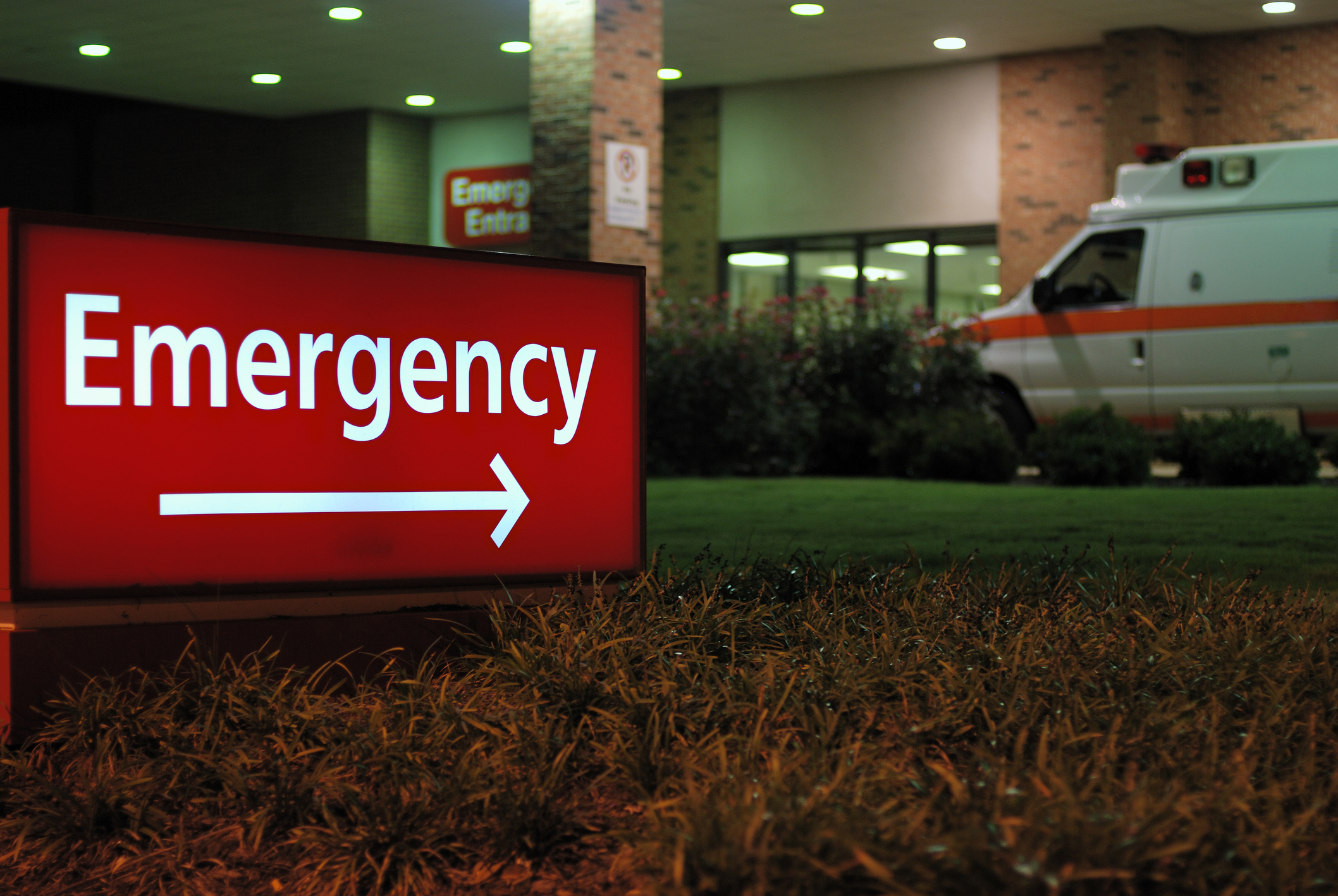 Emergency room entrance sign with ambulance